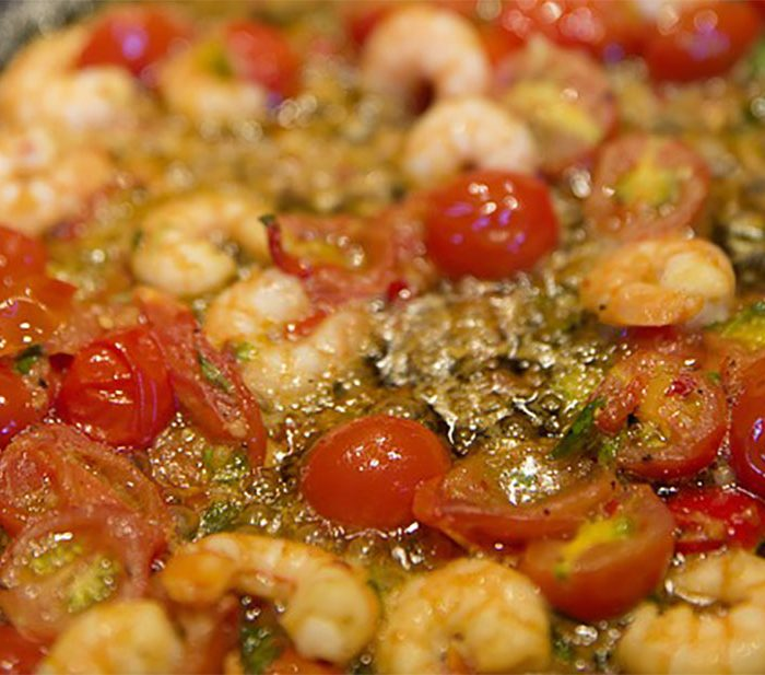 Pasta pesto met gamba, gegrilde groenten en mozzarella